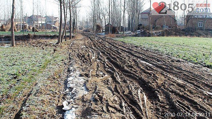 泥路一直延伸到村庄内部