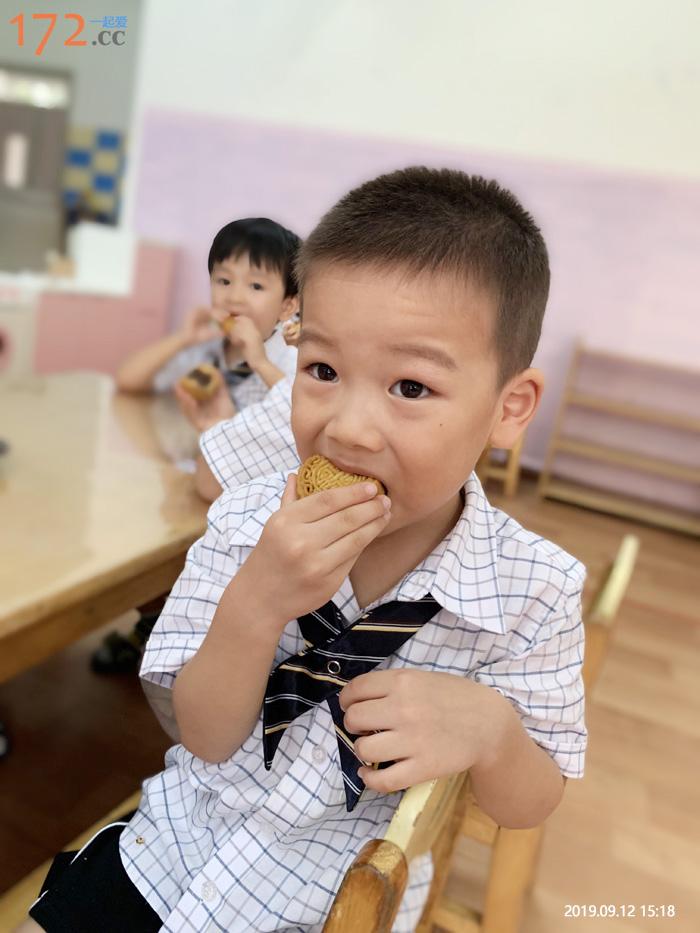 老师,月饼甜甜的